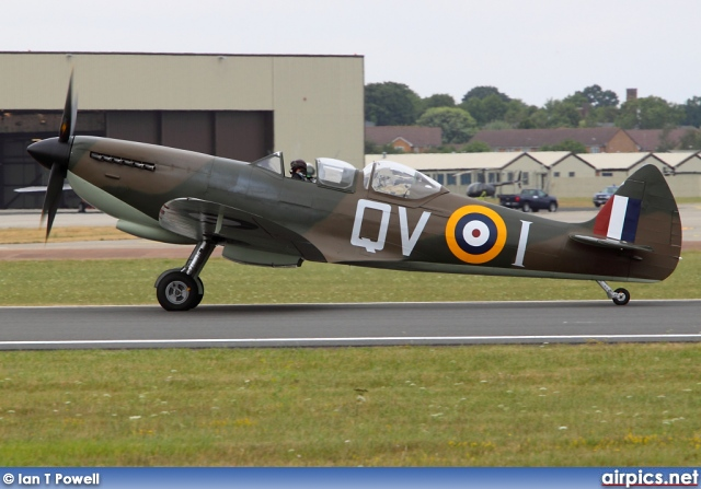 G-CCCA, Supermarine Spitfire-T9, Private